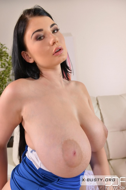 Lucy Li - Two Holes To Cram