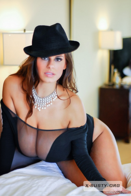 Wendy Fiore - Pearls N Hat