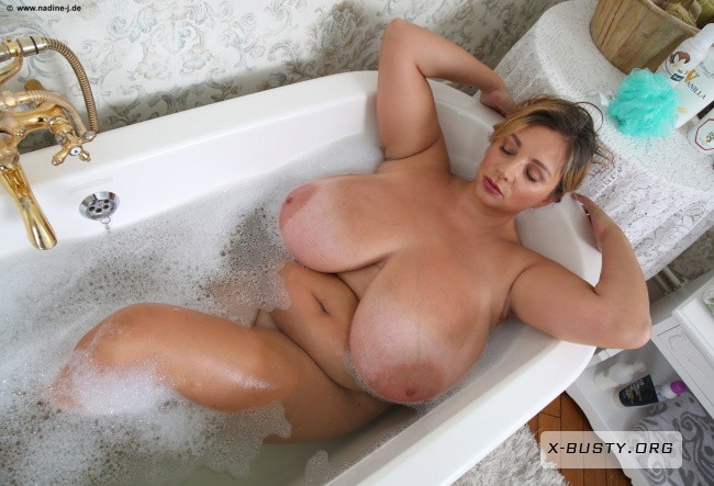 Nadine Jansen - New Bathtub - Part 1
